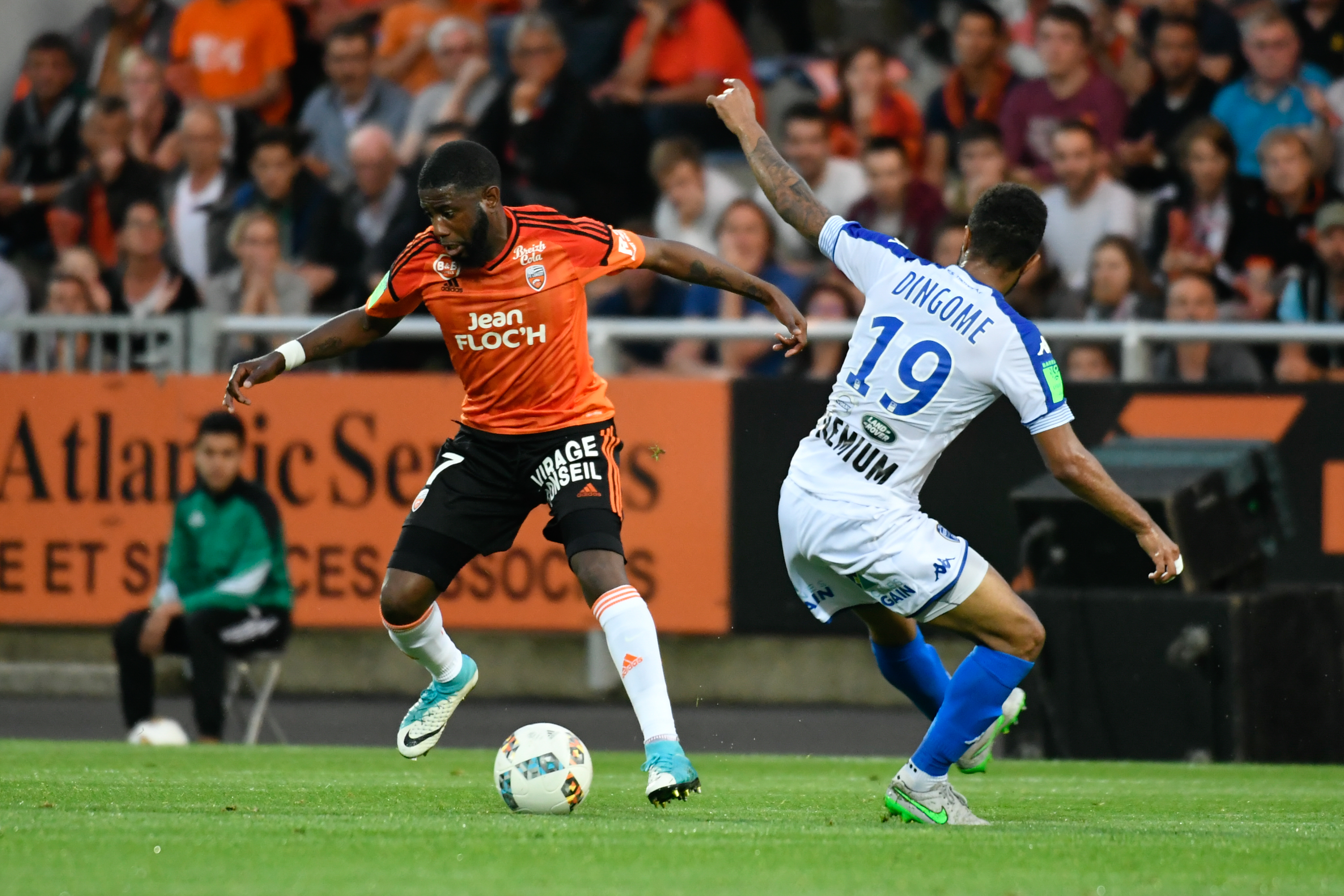 Fcl estac les photos de la rencontre fc lorient for Lorient troyes barrage